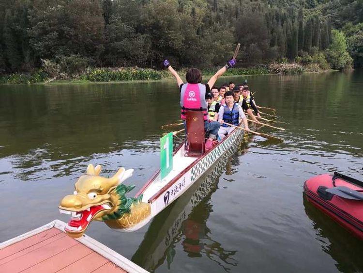 水上赛龙舟