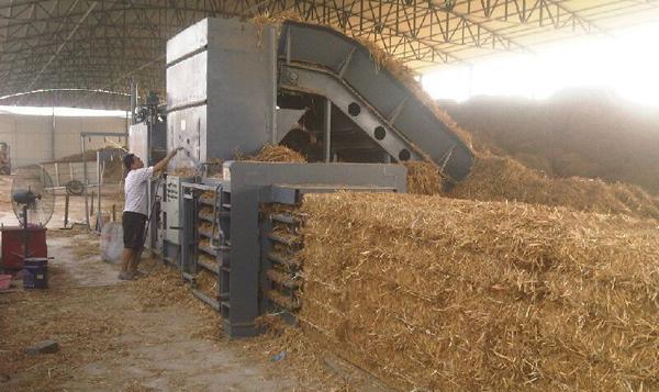 小麦秸秆打包机