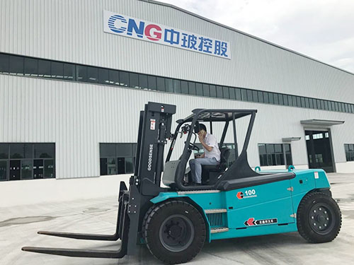 东莞电动叉车——香港成功案例