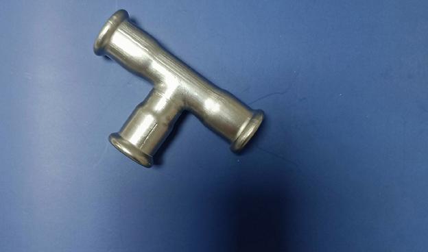 单卡压不锈钢管件