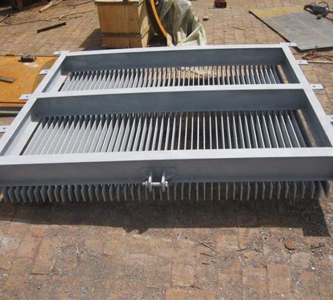 鑄鐵鑲銅閘門將啟閉機置于安裝位置