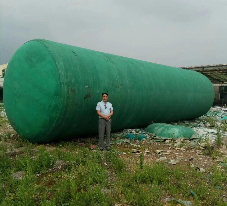 在福州玻璃钢化粪池安装现场,为健福做做广告!哈哈!