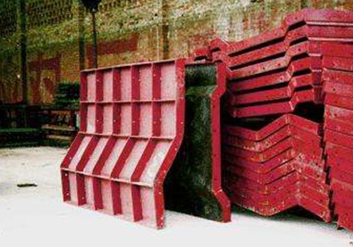 钢结构防撞栏模板