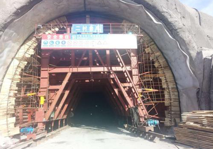 隧道二衬模板安装