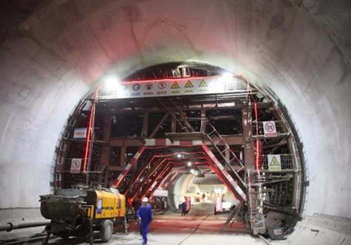 福州橋梁模板液壓爬模系統異步澆筑施工