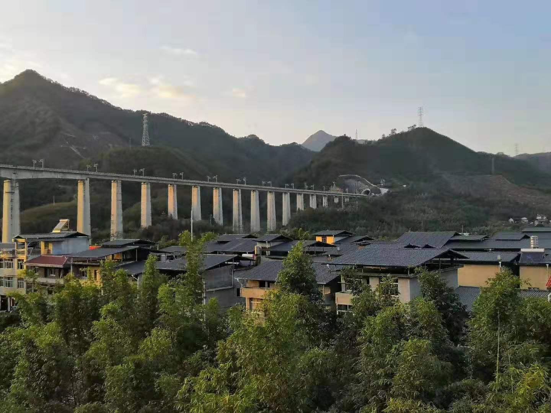 高铁沿线美丽乡村工程-兴美亚ASA合成树脂瓦