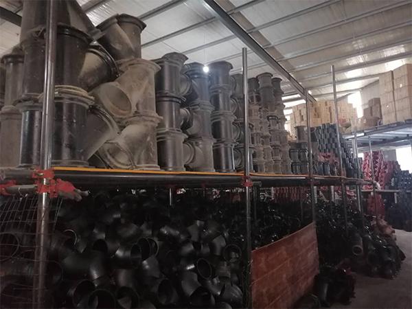 柔性铸铁管件仓库一角