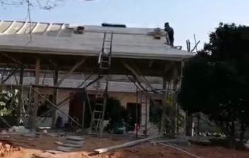 砖木结构,芬兰防腐木小木屋正在施工中