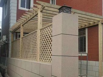 芬兰木花架完成等待油漆!