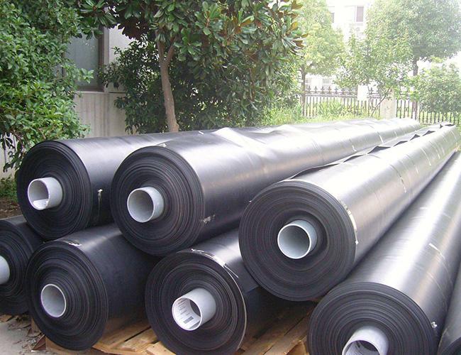 防渗土工膜作为工程主要铺设材料的四个原因