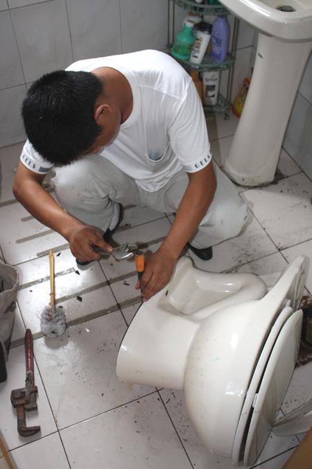 马桶管道安装
