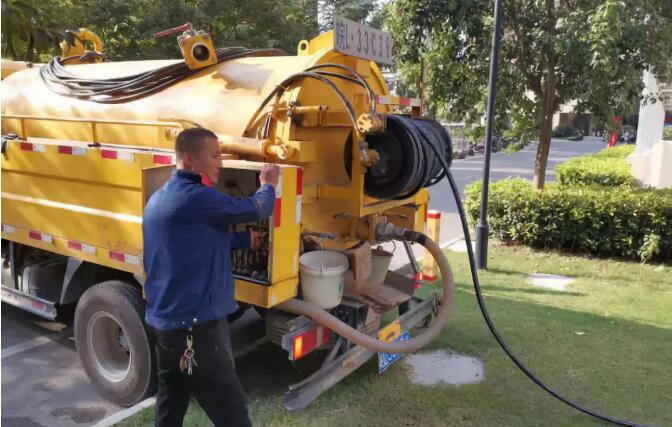 南海区专业疏通团队对小区化粪池进行全面清洗迎接2020年春节