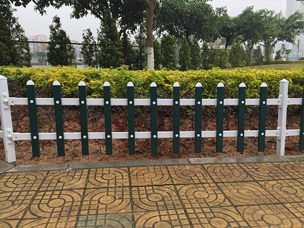 PVC草坪护栏厂家