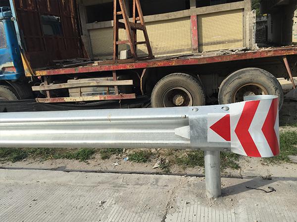宁德环亚AG88集团AG旗舰梁护栏