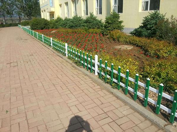 宁德小区草坪pvc护栏