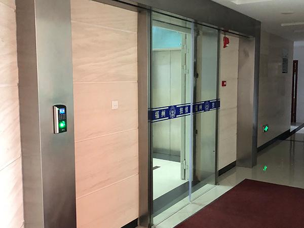 如何自检出玻璃感应门的故障?