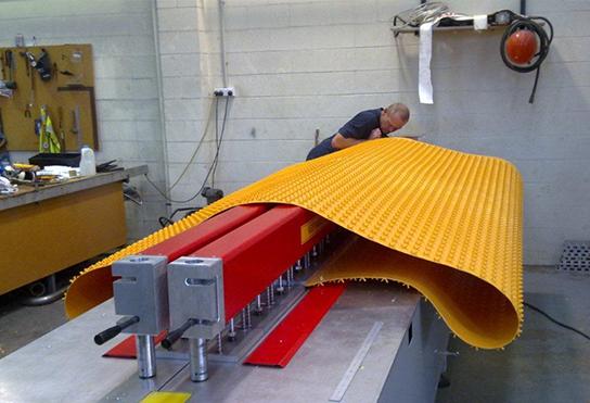 水泥防护板生产线