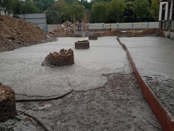 顶板轻质混凝土回填