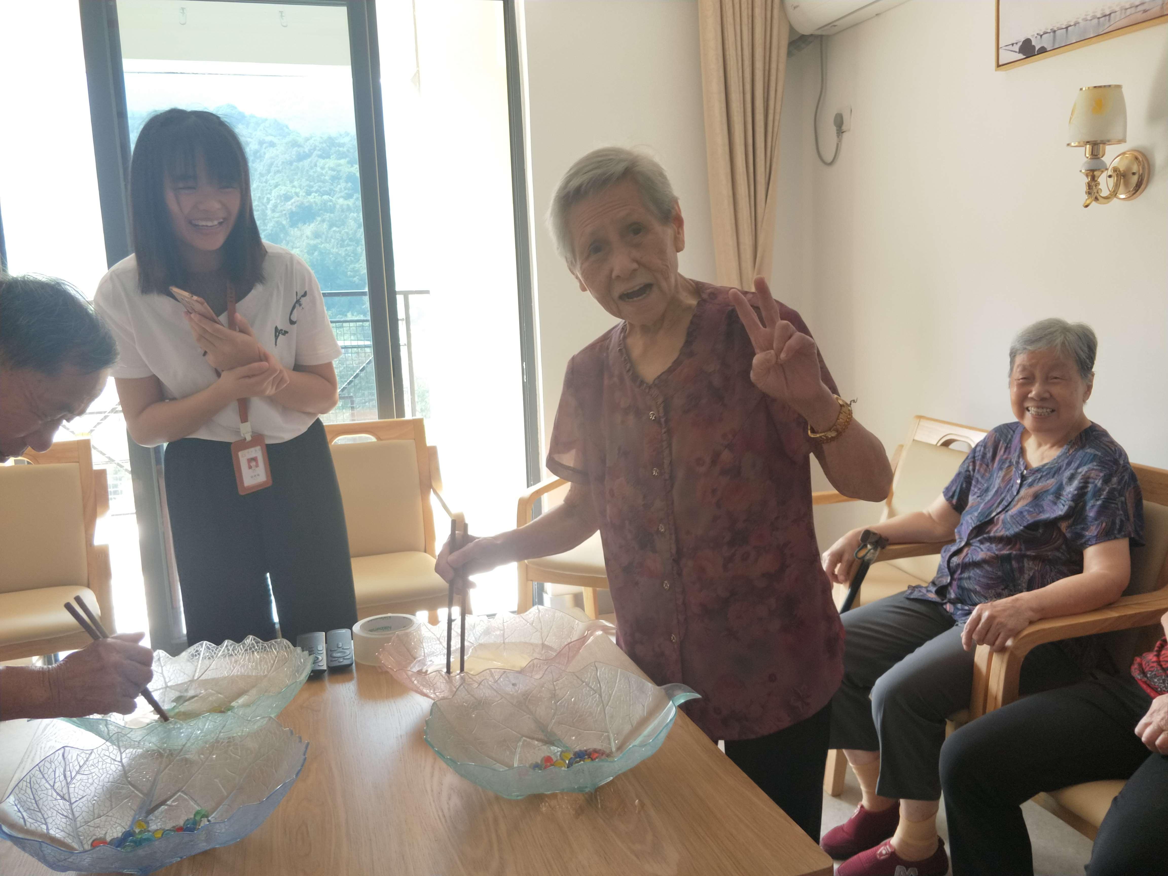 养老院老人活动