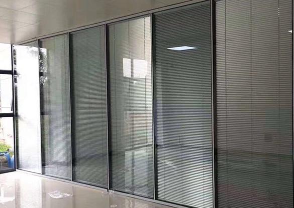 福州玻璃高隔断产品的特点由金辉煌介绍