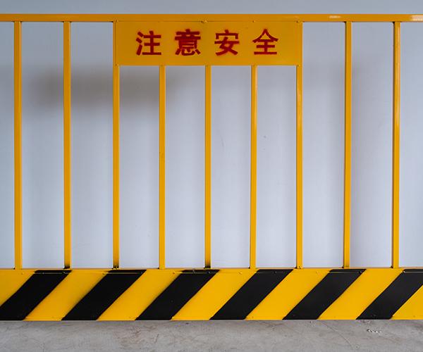 基坑护栏的镀锌与色彩设计的要点
