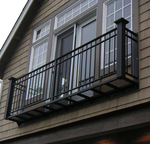 影响锌钢阳台护栏使用寿命的因素