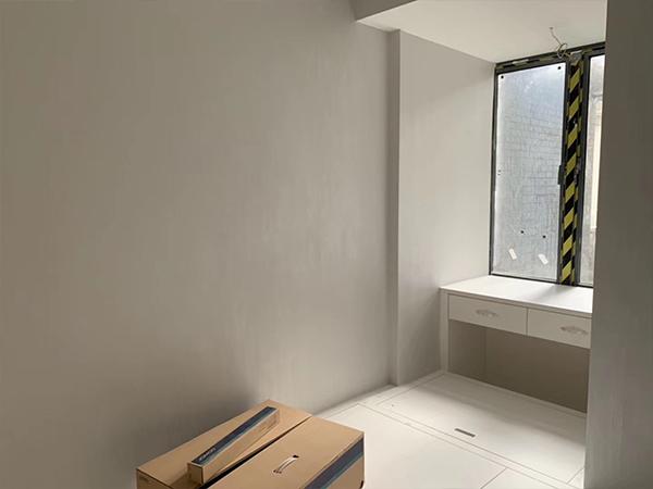 小臥室仿石漆墻面施工