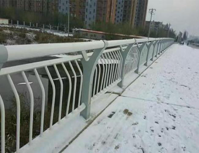 河边防撞护栏