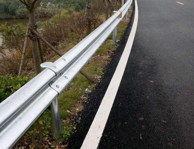 公路波形钢护栏