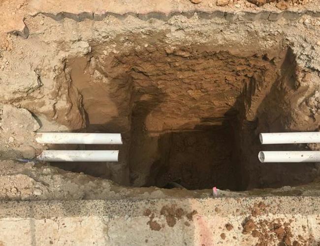 人工开挖路灯基础