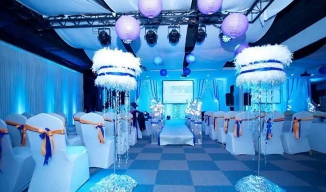 婚礼中面光LED帕灯和洗墙灯是主角