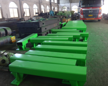 Moving steel frame of cooling bed