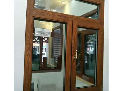 铝包木窗棕色