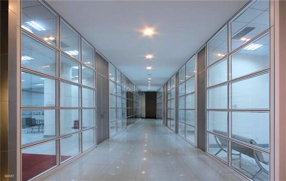 办公室玻璃隔断打造出时尚的办公环境