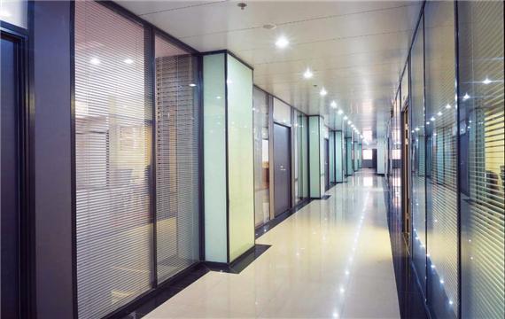 办公室的不锈钢玻璃隔断安装时有什么要注意的?