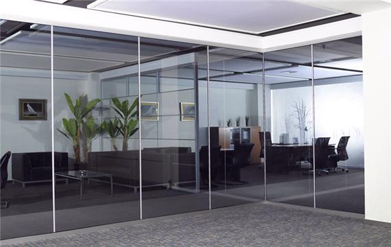 办公室玻璃隔断价格 办公室玻璃隔断3个选购技巧