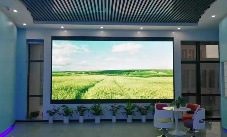 室内LED显示屏点间距该如何选择呢?