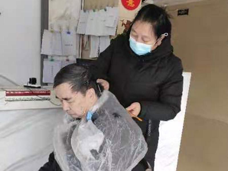 桂林象山区养老院福利院敬老院-老人理发服务