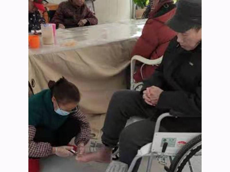 秀峰区为老人剪指甲-养老院服务