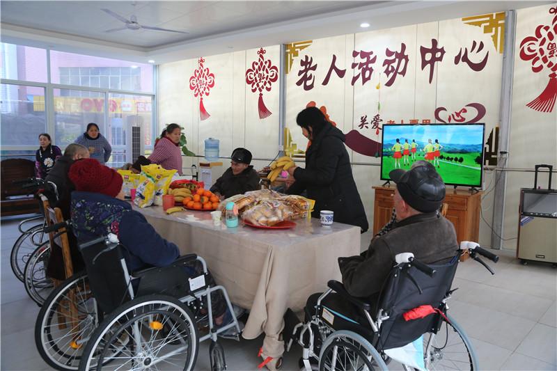 桂林秀峰桂林老年公寓血压体检现场
