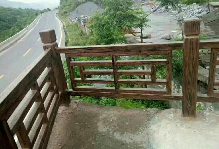 兰州仿树皮水泥护栏