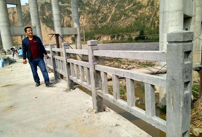 河堤仿木护栏