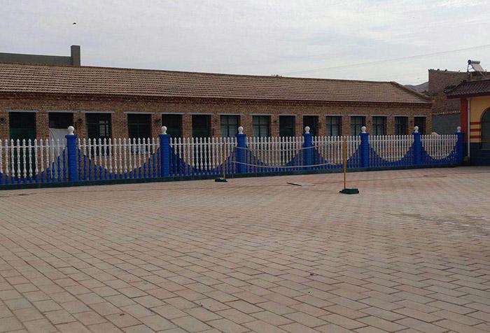 学校仿石围栏