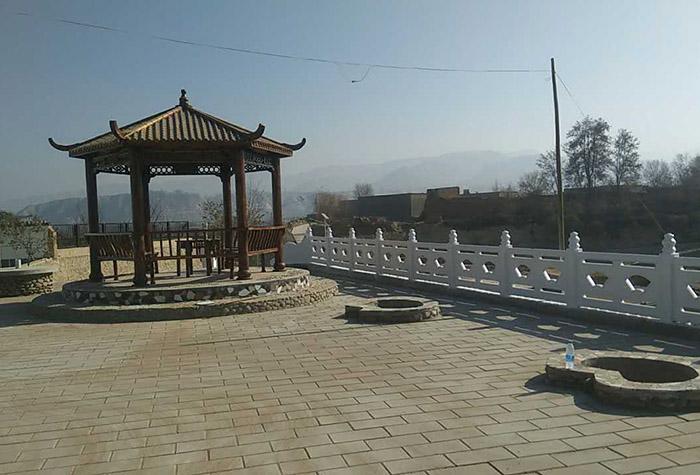 白银四龙美丽乡村广场水泥围栏施工工程