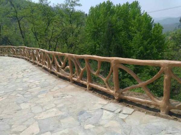 水泥仿木护杆厂家告诉您水泥仿木护杆在景观之中的运用!