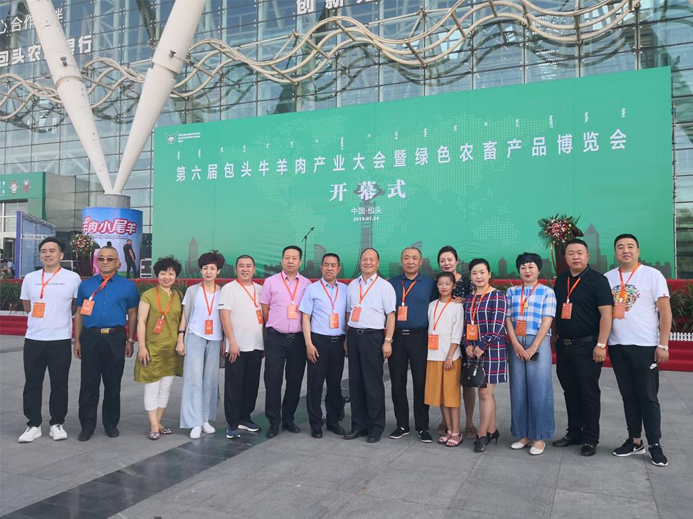 中国烹饪协会与兰州牛肉拉面协会合影留念