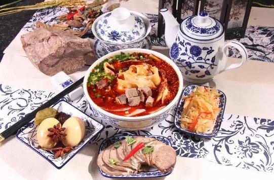 一碗吃出幸福味道的兰州牛肉面,尝尽金城的麻辣鲜香!