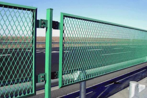 道路护栏网价格是多少?武威道路护栏网价格多少钱?