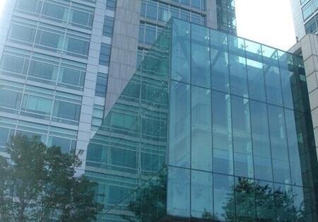 甘南吊挂式全玻璃幕墙施工