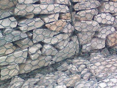 石笼网厂家简述格宾石笼网在生态护坡中的优势